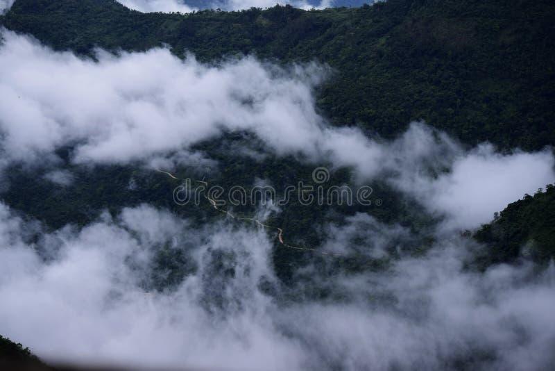 Ett land av den hisnande sikten och exotiskt folk Cherrapunjee arkivfoton