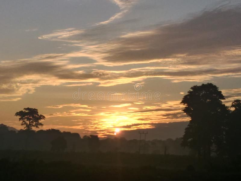 Ett landskap av morgonhimmel arkivfoto