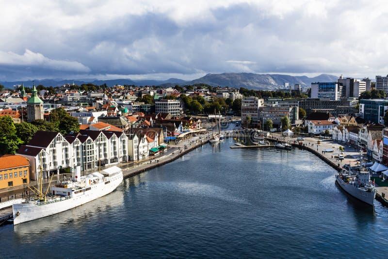 Ett landskapfoto av staden av Stavanger i Norge Bild som tas September 2016 arkivfoto