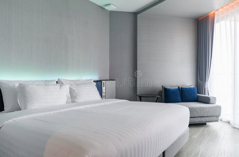 Ett lyxigt modernt stilsovrum: Hotellrum Interio arkivbilder