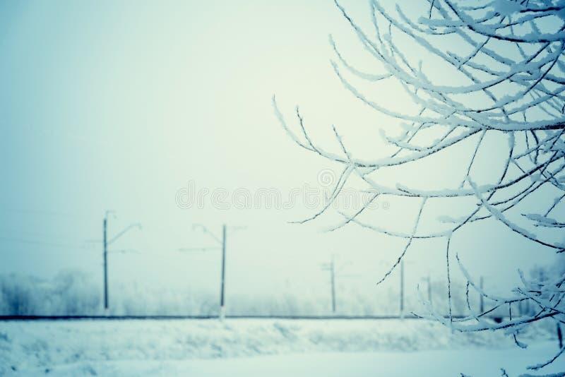 Ett minimalistic industriellt vinterlandskap, royaltyfri foto
