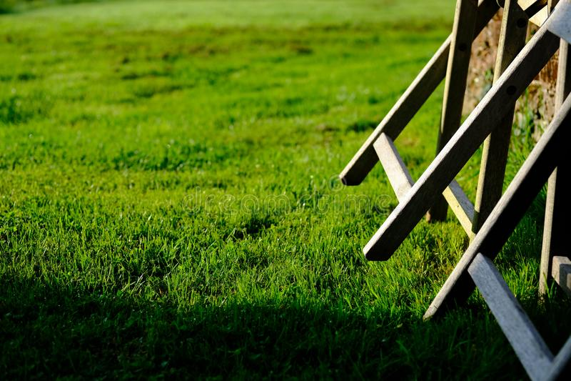 Ett morgonträdgårdsolljus på en på engelska landssida för lantgård arkivfoto