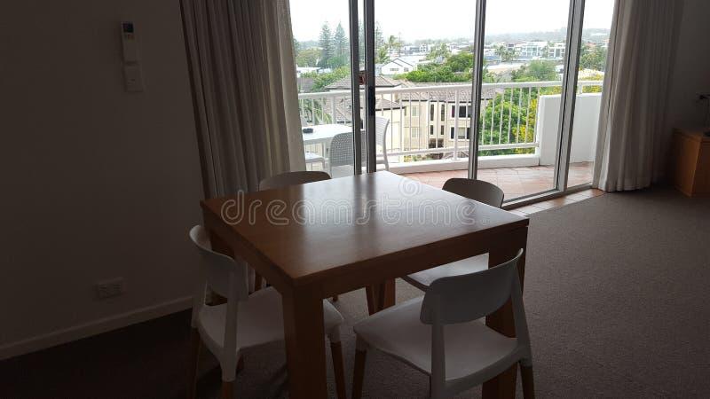 Ett mycket bekvämt äta middag område i min älskvärda lägenhet på Alpha Sovereign Resort, surfare Paradise, Queensland arkivbilder