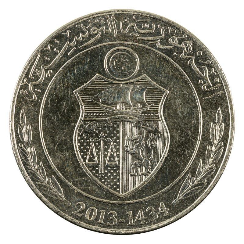 Ett mynt 2013 som för tunisian dinar isoleras på vit bakgrund royaltyfri foto