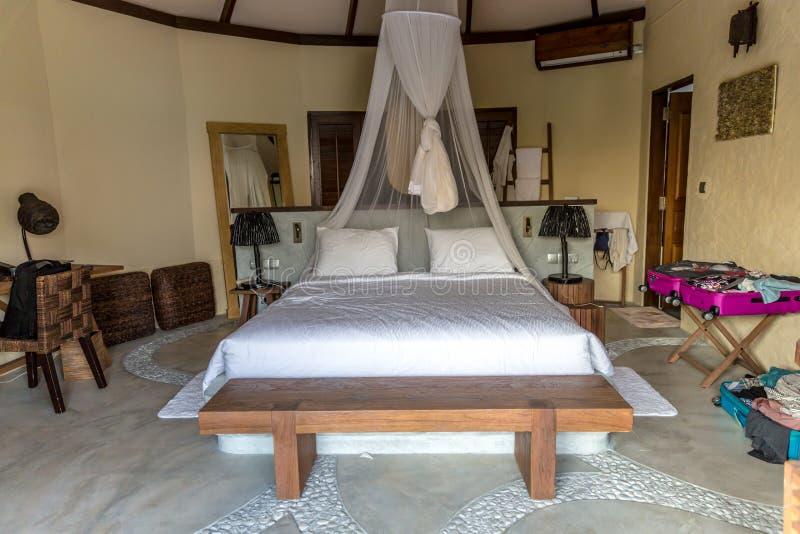 Ett perfekt rum i en öde ö royaltyfri fotografi