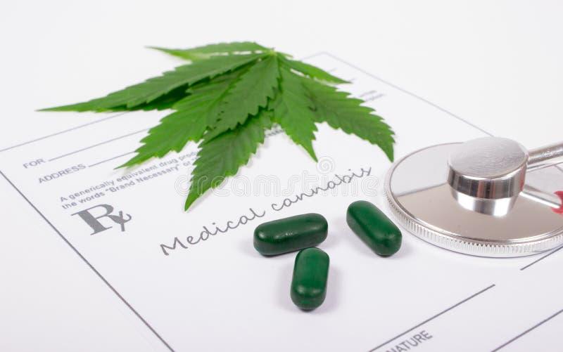 Ett recept för medicinsk marijuana royaltyfria bilder