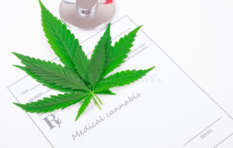 Ett recept för medicinsk marijuana arkivbild