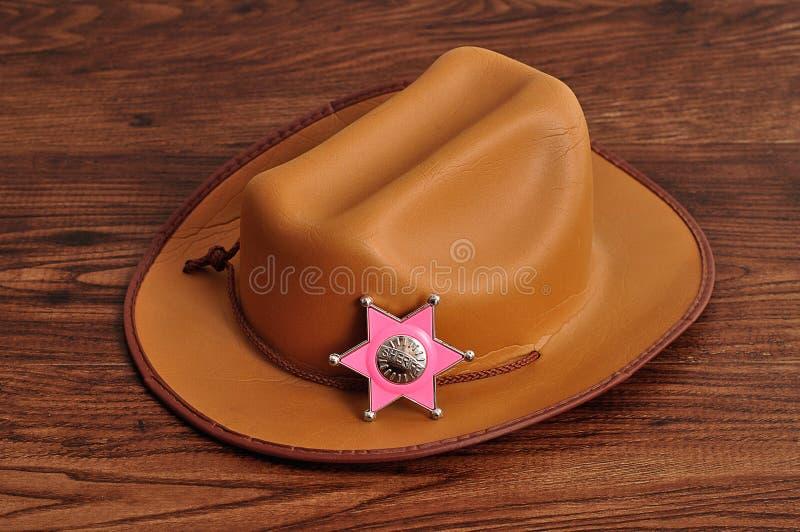 Ett sheriffemblem med en brun cowboyhatt royaltyfri fotografi