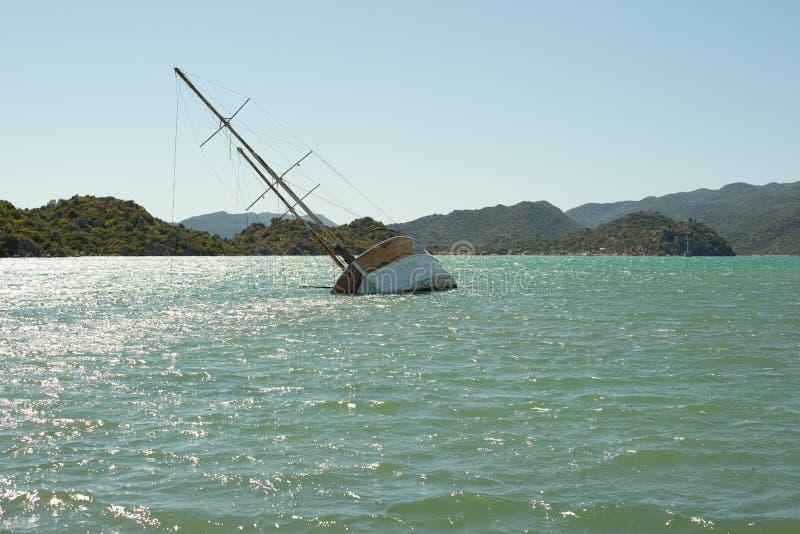 Ett sjunket skepp i Kekova, Turkiet fotografering för bildbyråer