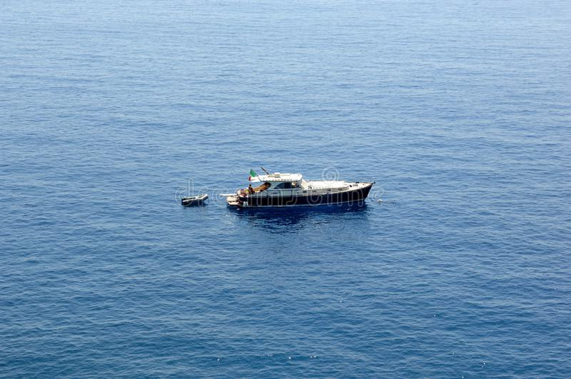 Ett skepp i Riviera Ligure di Levante royaltyfri fotografi