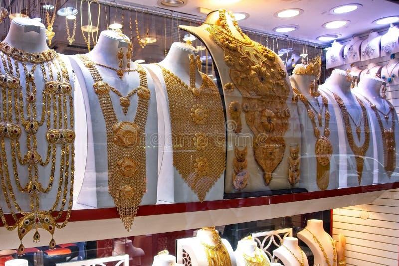 Ett skott från guld- Souk Dubai, den berömda guld- marknaden, stället som ska besökas i dubai, den turist- dragningen, smyckenpry arkivfoto