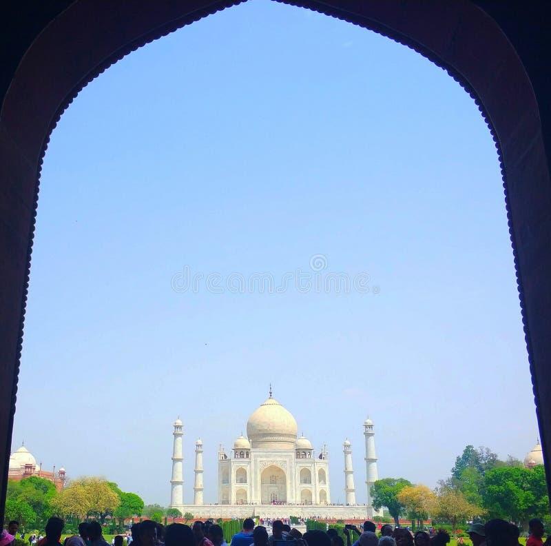 Ett skott från Taj Mahal vid ingången royaltyfri fotografi