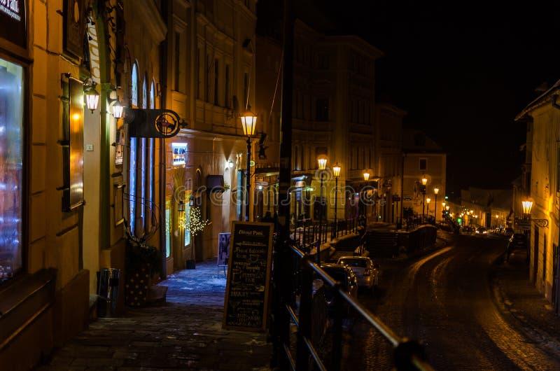 ett slags tvåsittssoffa houses för havsstjärnor för natten den romantiska gatan under arkivfoto