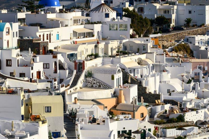 Ett slut upp av de mazy gatorna av Thira, den huvudsakliga staden av är arkivfoton