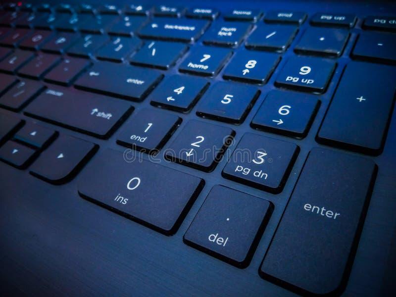 Ett slut upp av tangentbordet av bärbara datorn royaltyfri fotografi
