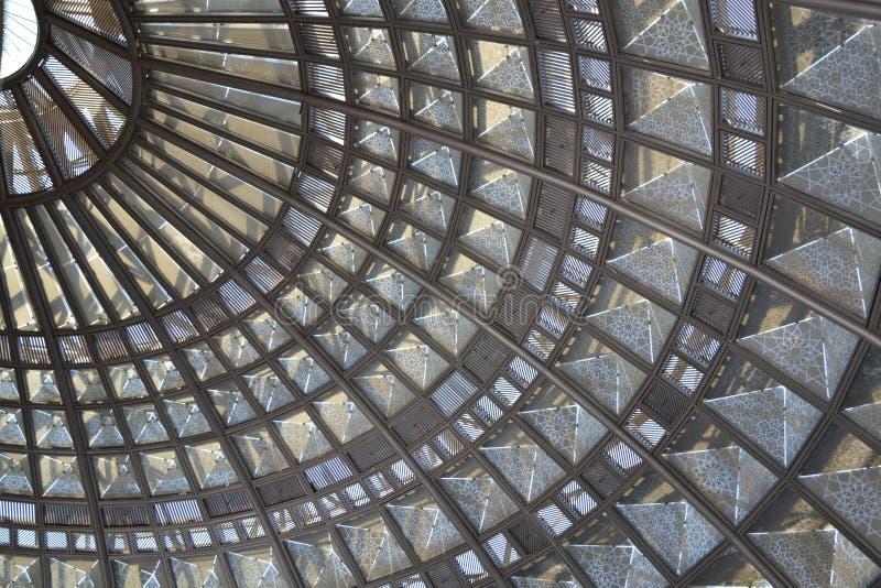 Glass och stansat belägga med metall taket royaltyfri fotografi