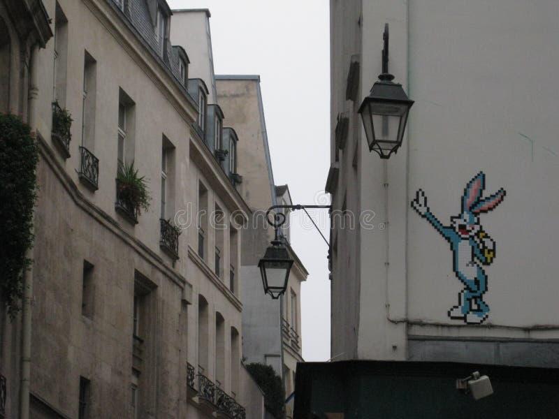 """Ett stycke för Bugs Bunny gatakonst i gatorna som omger Sacré-CÅ """"ur, Paris royaltyfri foto"""