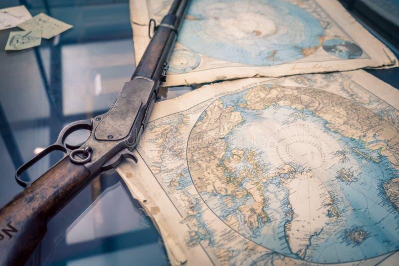 Ett tappninggevär och en översikt för tappningAntarktisregion royaltyfria foton