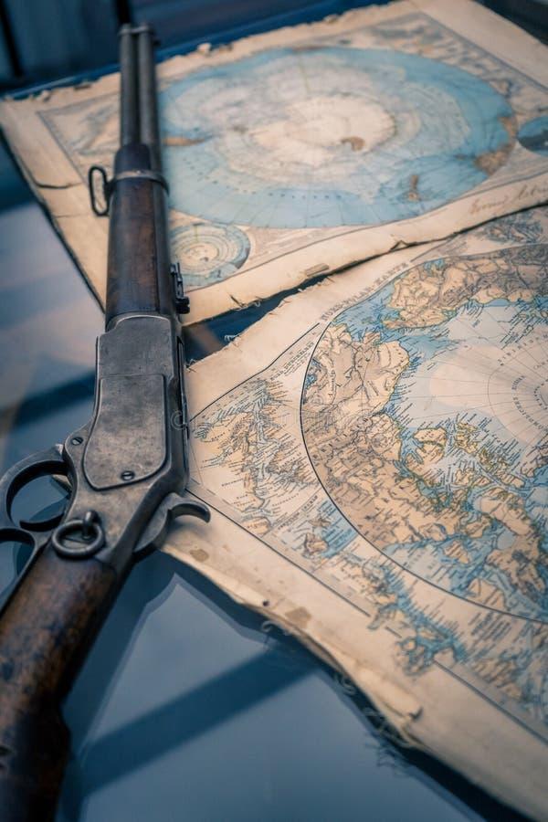 Ett tappninggevär och en översikt för tappningAntarktisregion arkivfoto