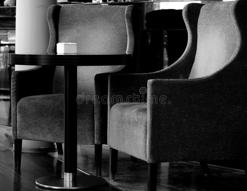 Ett te för två stolar royaltyfria foton