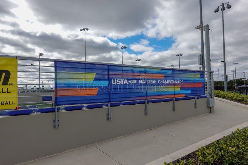 Ett tecken för nationalmästerskapen i Förenta staternas tennisförbund USTA National Campus i Orlando i Florida fotografering för bildbyråer