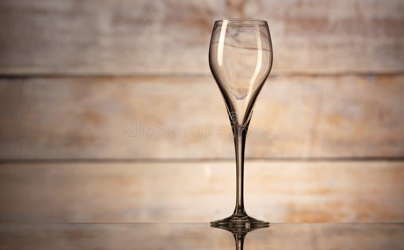 Ett tomt vinexponeringsglas arkivfoto