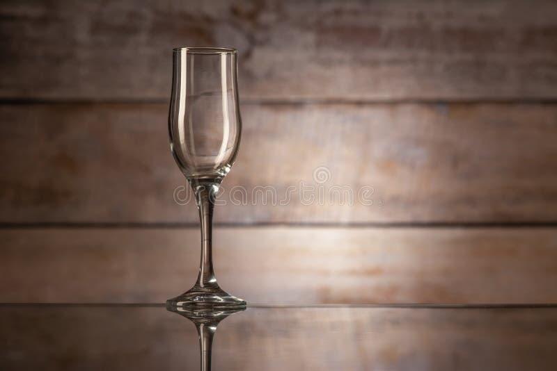 Ett tomt vinexponeringsglas arkivbilder