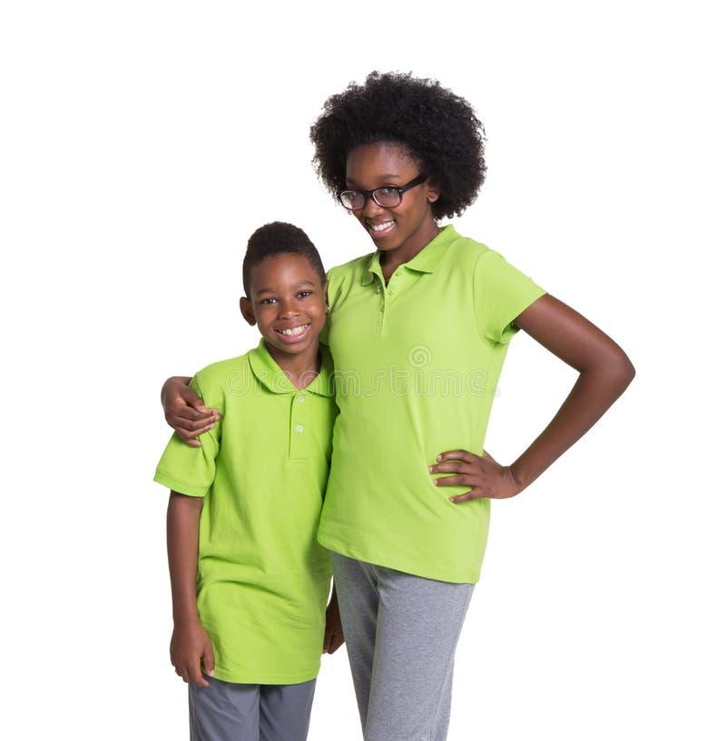 Ett tonårigt och hennes yngre bror fotografering för bildbyråer