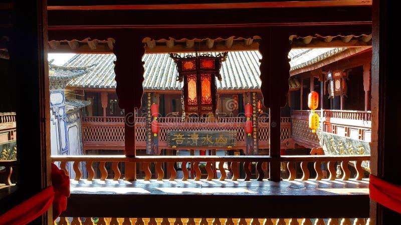 Ett värdigt hem i den historiska mitten av Xizhou, Yunnan, Kina fotografering för bildbyråer