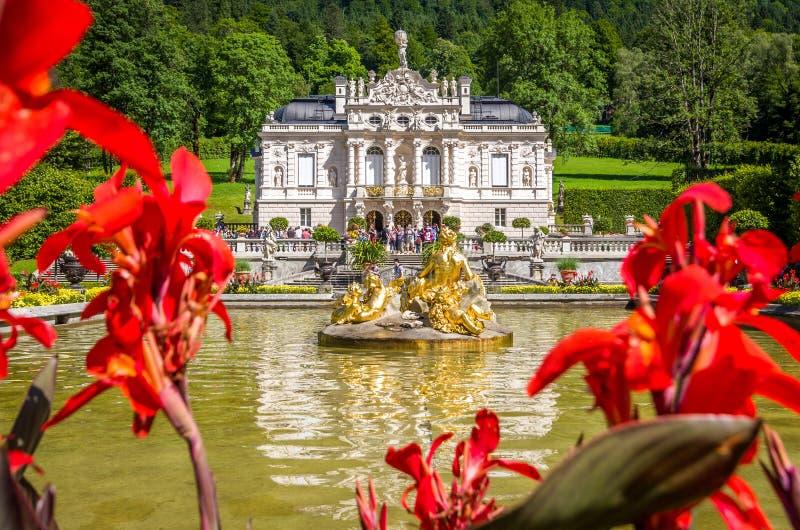 Ettal Tyskland, 14 Augusti 2017: Härliga konungars slott i Linderhof, Bayern, Tyskland royaltyfria foton