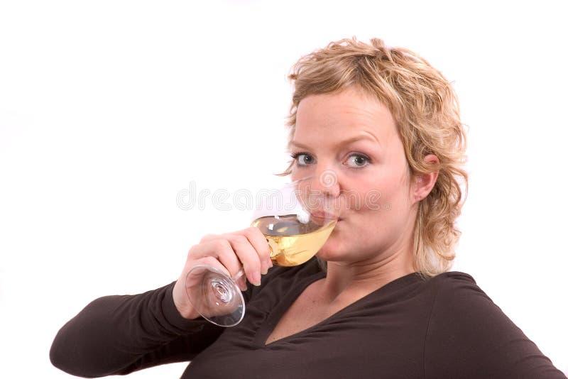 Etwas trinken stockbild