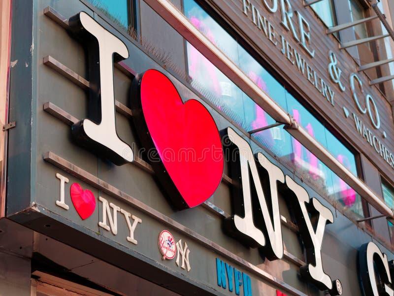 Eu amo a loja da mercadoria do sinal de New York assino dentro Manhattan foto de stock