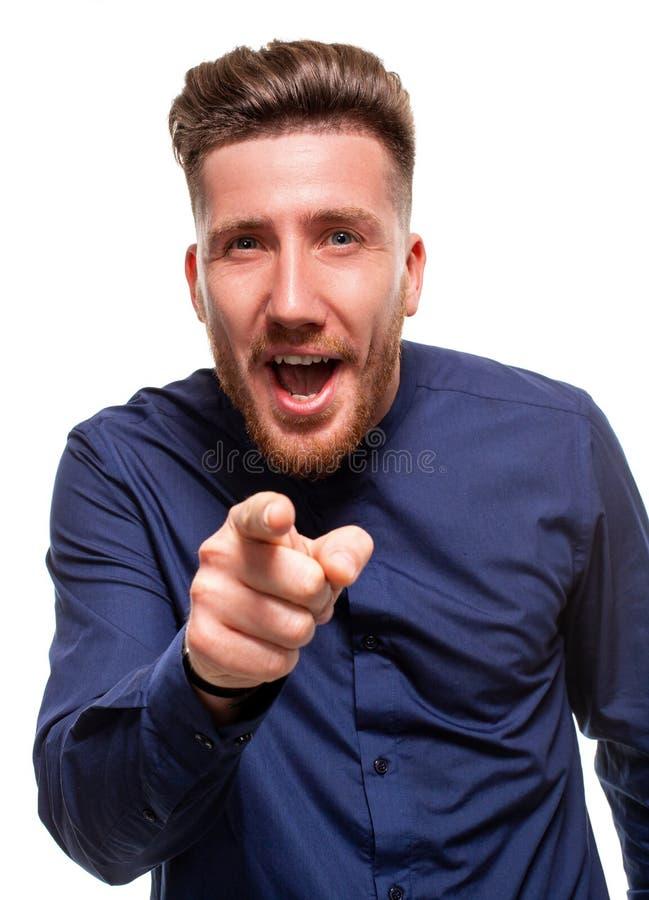 Eu escolho o e a ordem O homem de negócio de sorriso aponta-o, quê-lo, meio retrato do close up do comprimento no estúdio branco fotografia de stock