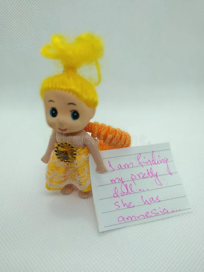 Eu estou encontrando minha boneca bonita fotografia de stock