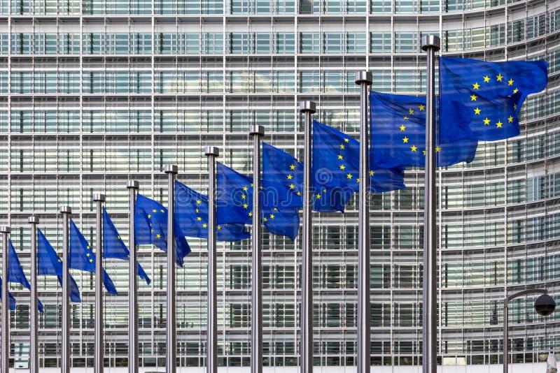 EU-flagga i byggnad Bryssel för europeisk union arkivfoton