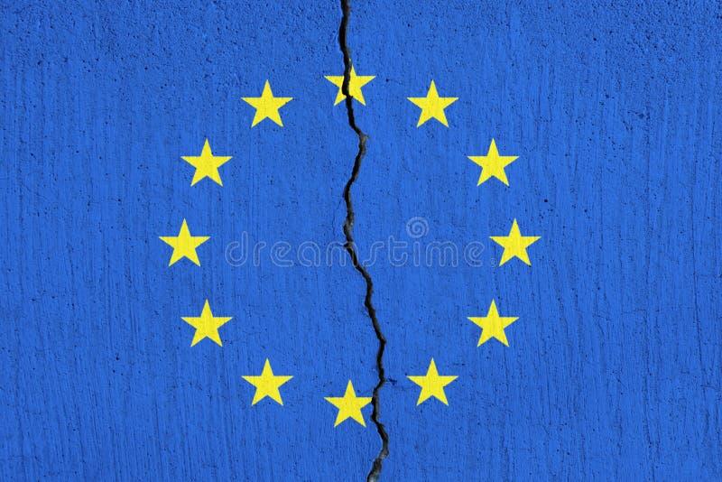 EU-Flagge, die auseinander, gebrochene Flagge der Europäischen Gemeinschaft bricht stock abbildung