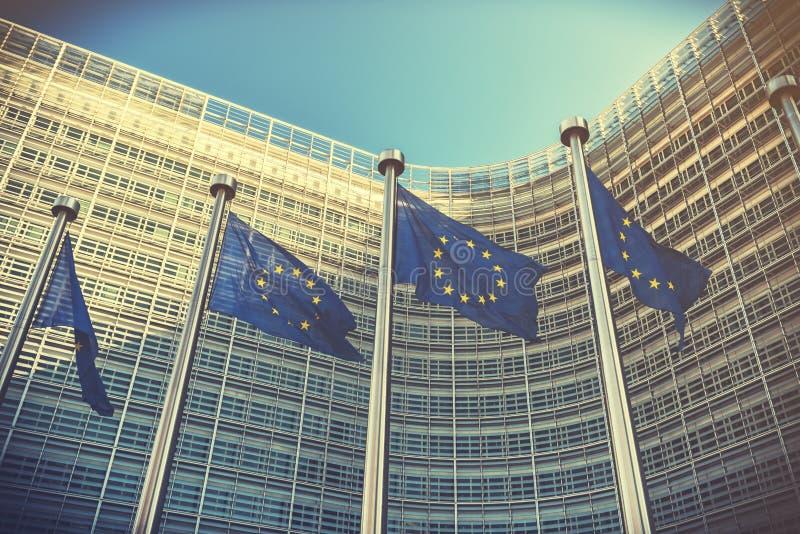 EU-Flaggen vor Gebäude der Europäischen Kommission Brüssel, Bel stockfotos