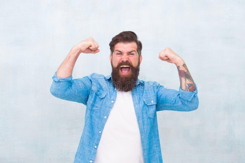 Eu sou poderoso vencedor do dia a dia Moda masculina hipster maduro e feliz com barba hipster cacasiano brutal com bigode fotografia de stock royalty free