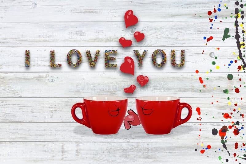 Eu te amo - cart?o beijo vermelho da caneca, da menina e do menino fotografia de stock royalty free