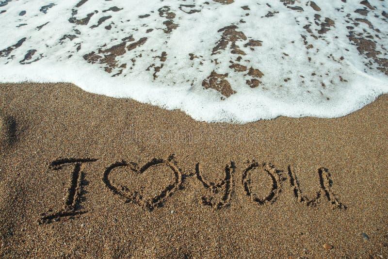 Eu te amo em uma areia da praia imagens de stock royalty free