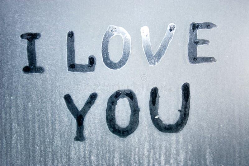 Eu te amo texto no vidro congelado imagem de stock royalty free