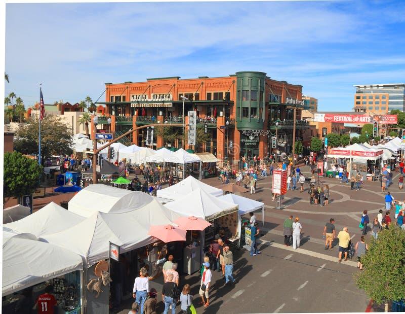 EUA, AZ/Tempe: Avenida do moinho com artista Booths fotos de stock royalty free