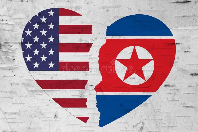 EUA e bandeiras da Coreia do Norte em um coração quebrado foto de stock royalty free