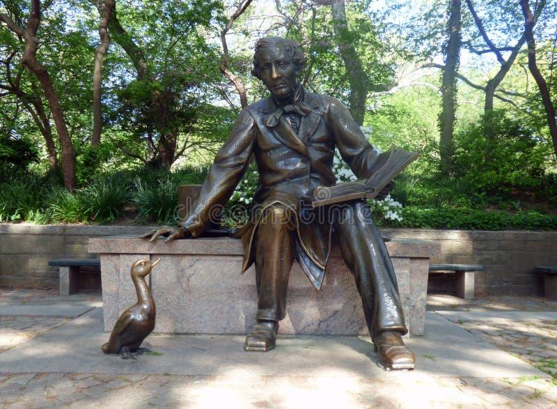 EUA New York Central Park Estátua de Hans Christian Andersen foto de stock