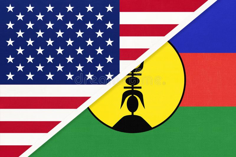 EUA vs Nova Caledónia - bandeira nacional do têxtil Relação entre os países da América e da Oceânia foto de stock royalty free