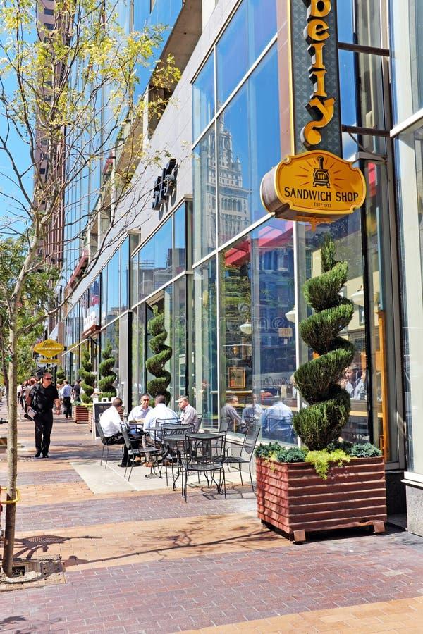 Euclid Avenue no coração do centro de Cleveland, Ohio, EUA fotografia de stock