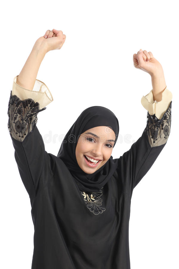 Euphorische anhebende Arme der arabischen saudischen Emiratfrau lizenzfreie stockfotos