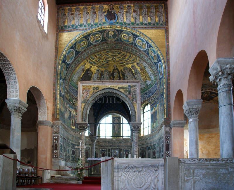 Euphrasian basilika, central skepp och kivory. Porec Istria, Kroatien. arkivbilder
