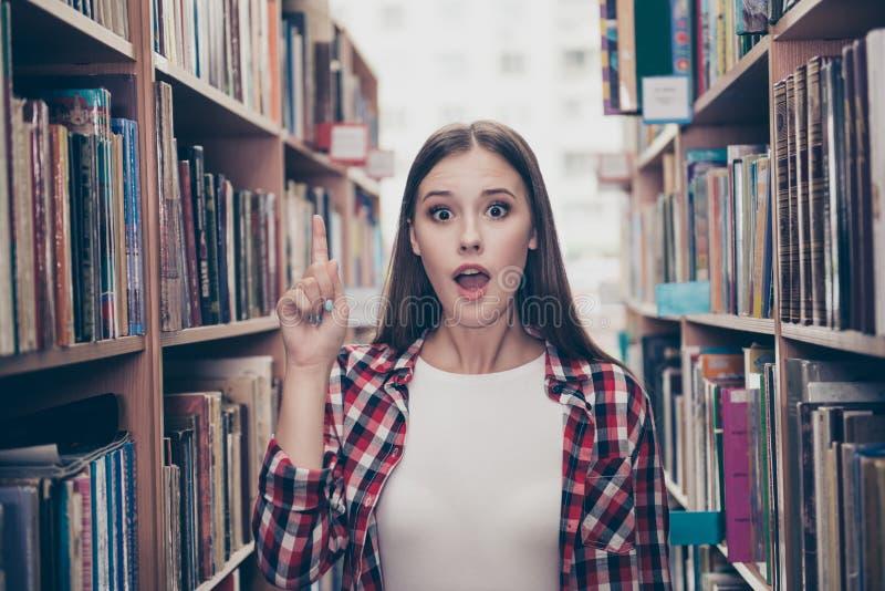 Eureka! Haben Sie eine Idee! Erfolgskonzept Junge nette Studentin lizenzfreie stockfotografie