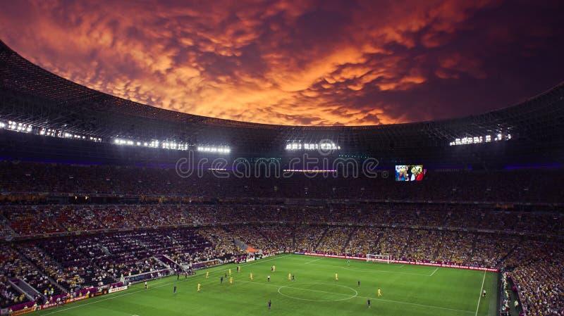 Euro-2012 : l'Ukraine contre l'allumette de la France à Donetsk photographie stock
